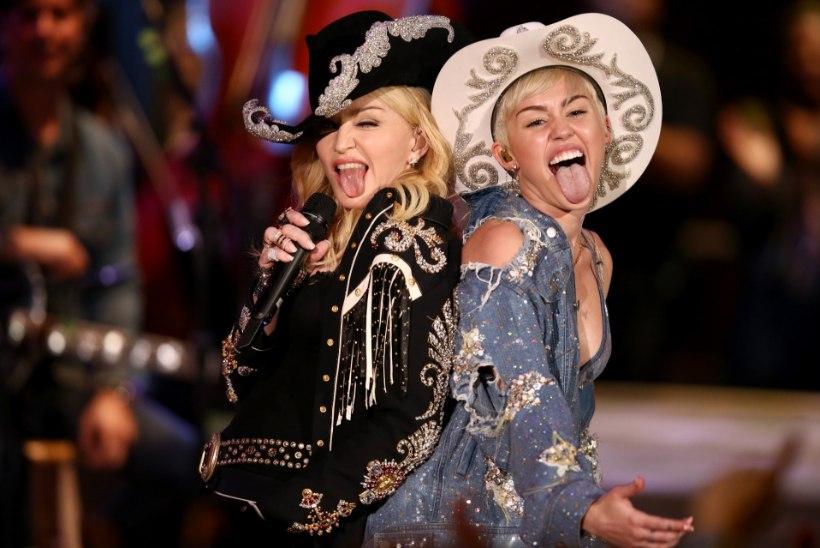 Madonna kaitseb noort kolleegi Miley Cyrust