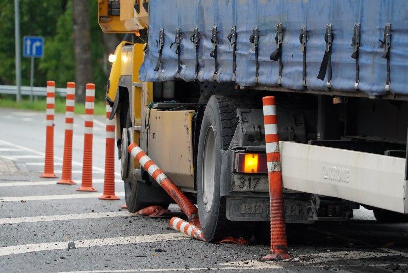 FOTOD SÜNDMUSKOHALT | Tallinna-Tartu maanteel toimunud raskes avariis sai kolm inimest viga