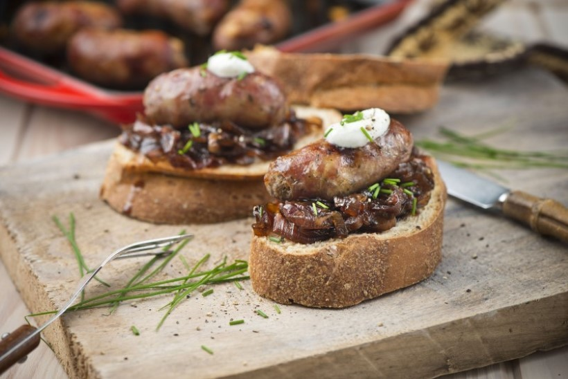 SUUREPÄRASE SAUNAÕHTU TOIT: eineleib grillvorsti ja karamellitud sibulaga
