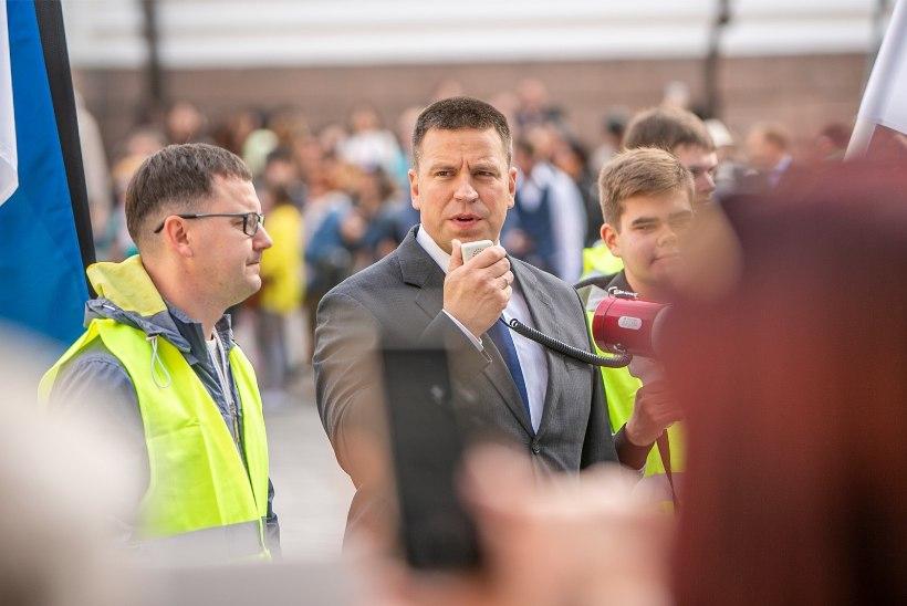 VIDEO JA GALERII | Jüri Ratas tänas isilikult kõiki Toompeale tulnud meeleavaldajaid