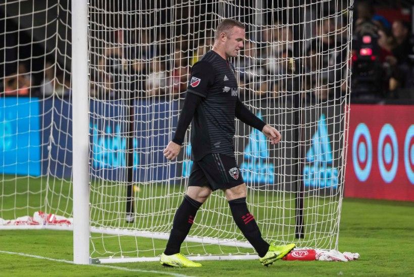 Varahommikuni pidutsenud Wayne Rooney jäi kaamerasilma ette salapärase brünetiga