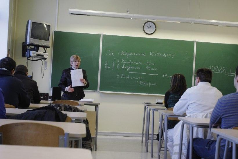 Kaos eesti keele õppes – õppida saab murdosa soovijatest, õpetajaid otsi tikutulega, raha muudkui kulub