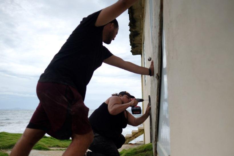 GALERII | Puerto Ricole lähenev troopiline torm Dorian ähvardab orkaaniks paisuda