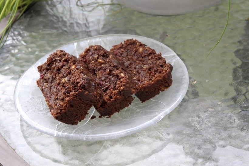 EVELIN ILVESE KOKAKOOL: ülejäänud köögivilju peitev mahlane šokolaadileib, kindel hitt