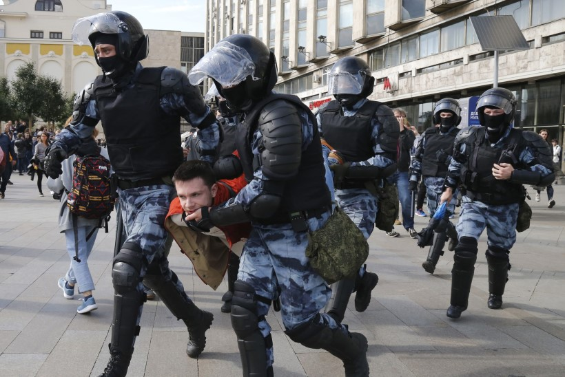Moskvas vahistati vähemalt 828 meeleavaldajat