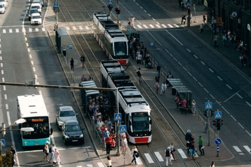 Küsimus   Miks Tallinna trammid venivad kesklinnas teosammul?