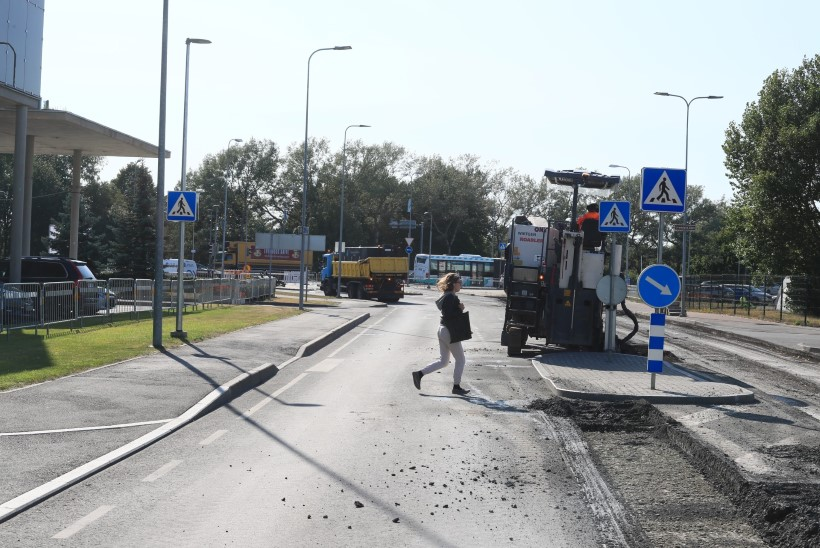 FOTOD | Lennujaama tee remont suuri ummikuid ei tekitanud
