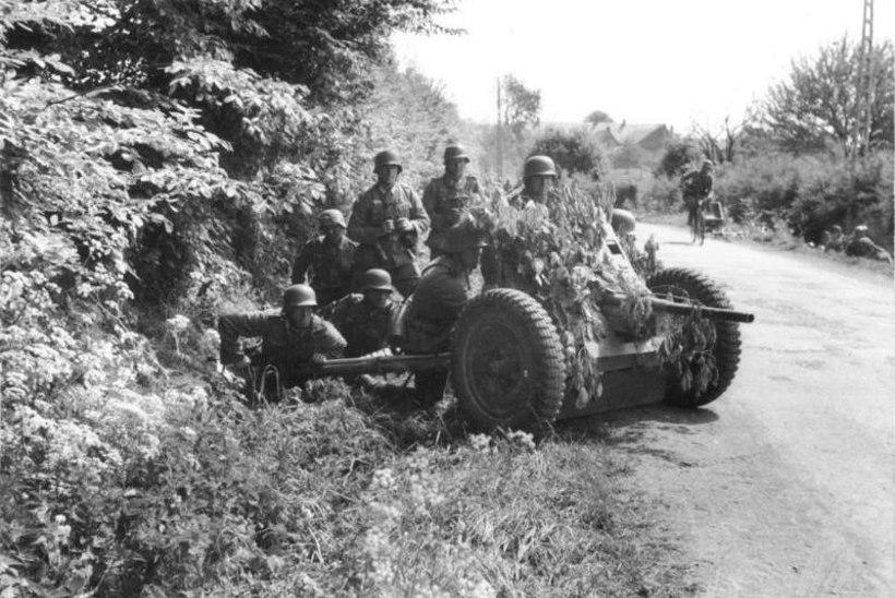 Hitleri tankikütid hävitasid mürsusajus Nõukogude Liidu lahingumasinaid