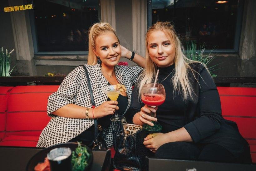 PEOGALERII | Kütkestav muusika ja magusad naeratused – viimased soojad suveõhtud Tallinna vanalinnas!