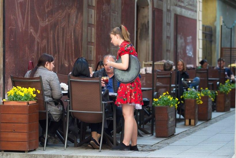 LUGEJA KÜSIB: kas 16aastane tohib öösel restoranis alkoholi müüa?