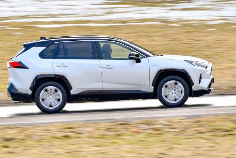 Juulis kargas uute sõiduautode müük lakke – Toyota edu on mäekõrgune