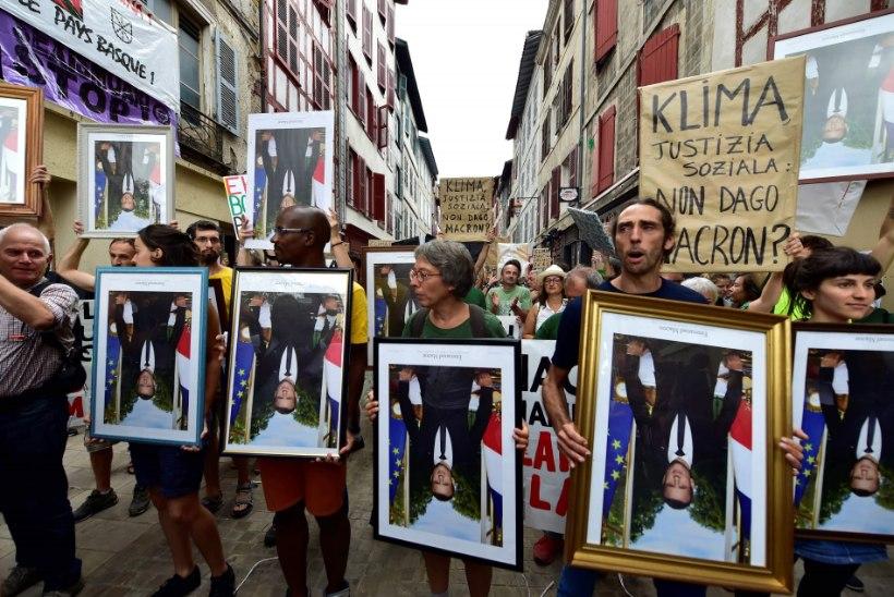 Macroni paraadportreed varastanud aktivistid käisid kohtus