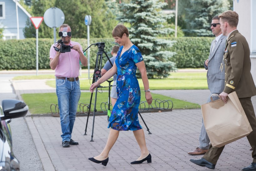 Kersti Kaljulaid kandis visiidil Araabia Ühendemiraatidesse lahtisi sandaale. Ženja Fokin: olen õnnelik, et jalas ei ole vähemalt Crocsid