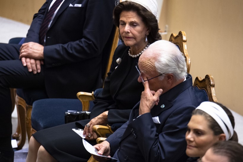 VIDEO | Rootsi kuningannal ja kroonprintsessil vajus parlamendis silm kinni