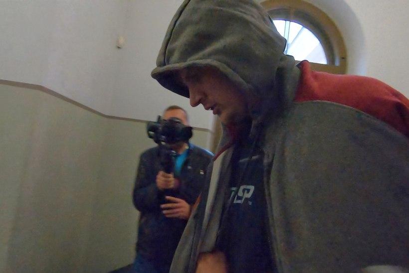 FOTOD | Koduteel kadunuks jäänud Ülle tapmises kahtlustatav Raido toodi kohtusse