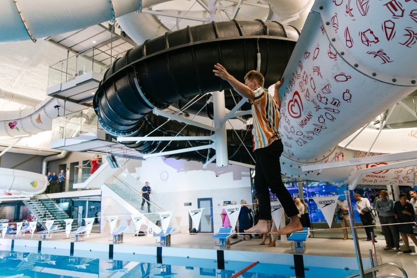 GALERII | Köietrikitaja Jaan Roose plartsatas Kalev Spa avapeol basseini