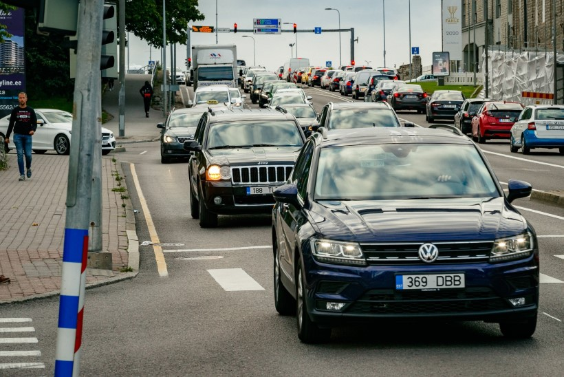 Veerand sõidu ajal telefoni kasutavatest juhtidest satub ohtlikku olukorda