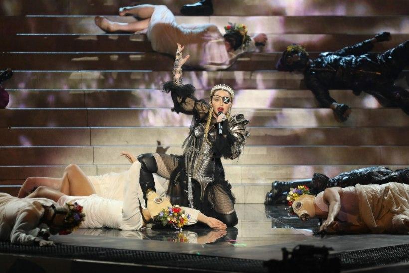 Iisraeli ringhääling kaebab kohtusse Madonna kirgi kütnud esinemise korraldaja