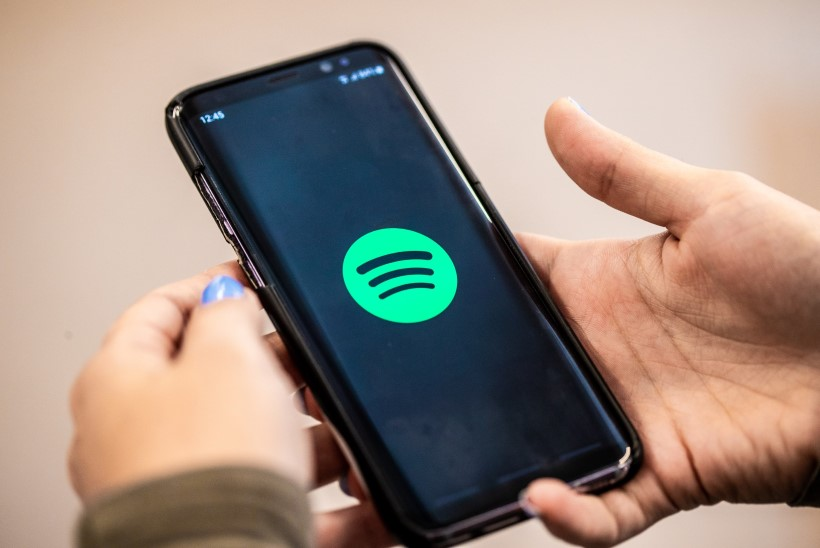 KÕHE! Spotify hakkab püsivalt klientide asukohal silma peal hoidma