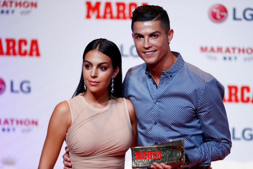 Ronaldo teatas avameelses intervjuus, et ansambel Smilers valetab