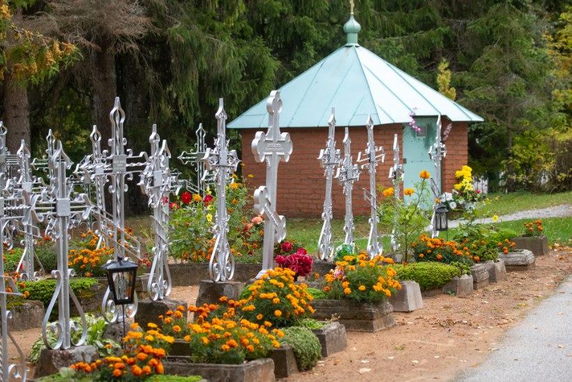 NUNNAD VANNUVAD JUMALAKEELI: Kuremäe kloostri püha vesi on puhas!