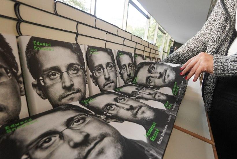 KUUS AASTAT VENEMAAL: vilepuhuja Edward Snowden avaldas memuaarid
