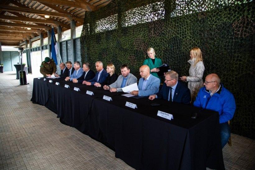 FOTOD | Kaitseväe paugutamist taluvad vallad sõlmisid ministeeriumiga heade kavatsuste lepingu