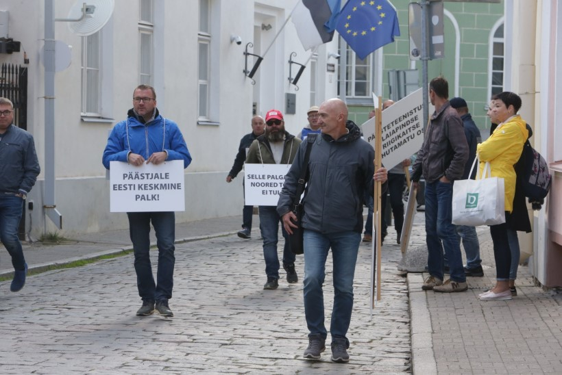 ÕL VIDEO JA GALERII | Protestivad päästjad: palk on väike ja uusi töötajaid peab tikutulega otsima