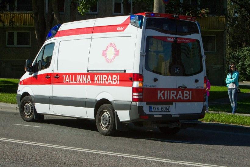 Tallinnas sõitis politseinik otsa ülekäigurada ületanud tüdrukule