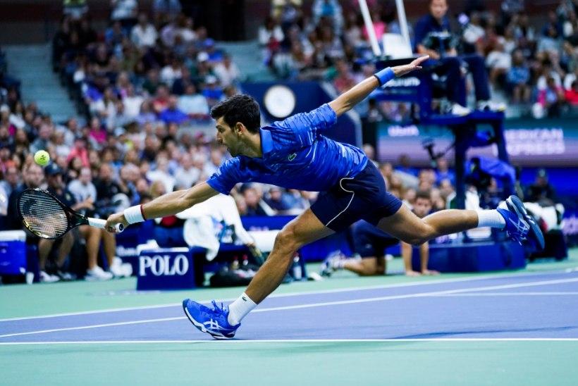 Kahju! Maailma esireket jättis US Openi pooleli, kuid jahib endiselt Federeri rekordit