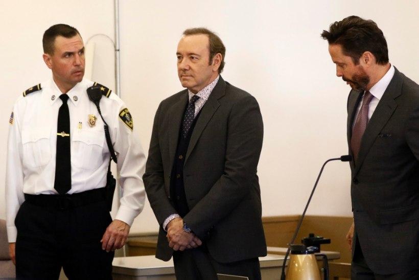 Suri Kevin Spaceyt seksuaalründes süüdistanud meesmassöör