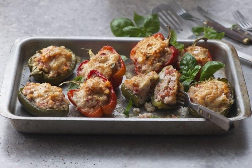 Kana-tomatitäidisega ahjupaprikad
