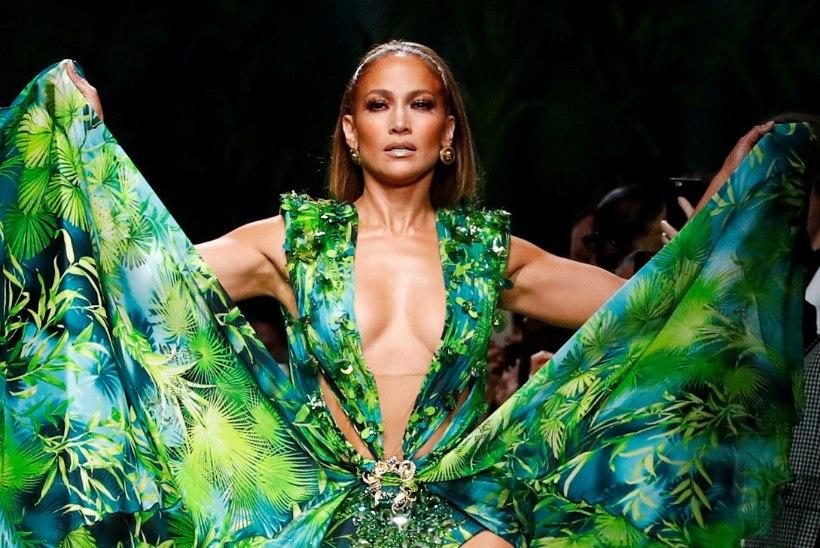 KUUM KLÕPS! Lopez kandis kurikuulsa Versace kleidi veelgi paljastavamat versiooni