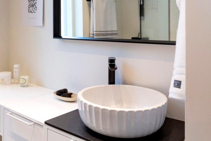 Uued köögis: must värv, kontaktivaba segisti