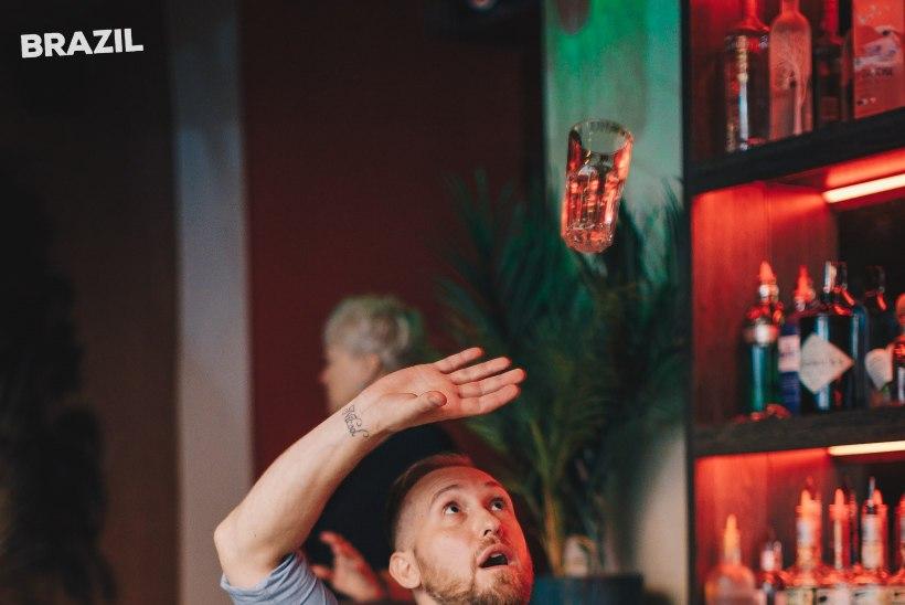 PEOGALERII | Tallinna vanalinna popimas lokaalis toimus kirev Brasiilia sügiskarneval