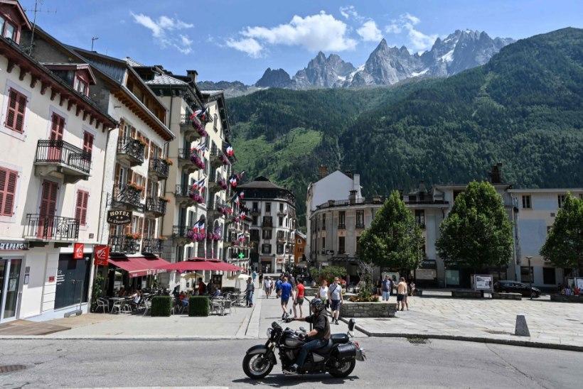 Alpilinna meer palub Macronilt abi Mont Blancile ronivate napakate vastu