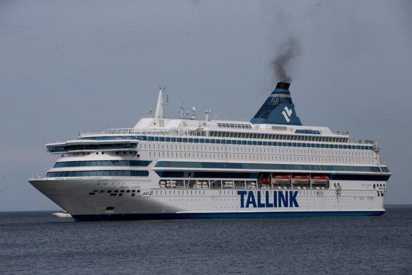 Öösel hüppas mees Tallinki laeva pardalt lainetesse
