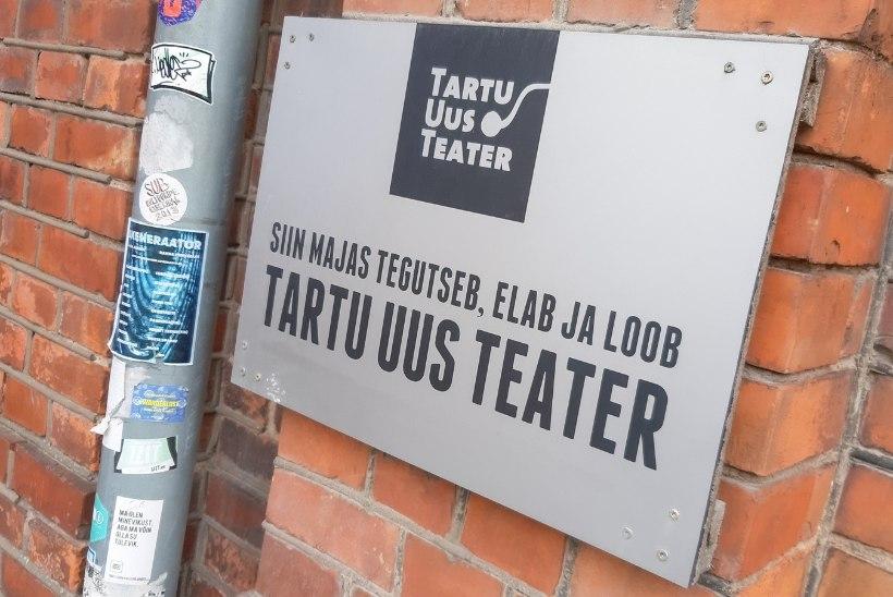 """Tartu Uus Teater ostis maja: raha saamiseks müüdi raamatuid, toole ja """"Kremli ööbikuid"""""""