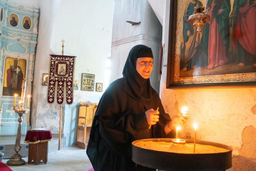 Rahvusvahelised nunnad laulavad eesti keeles ja peavad supermesilasi