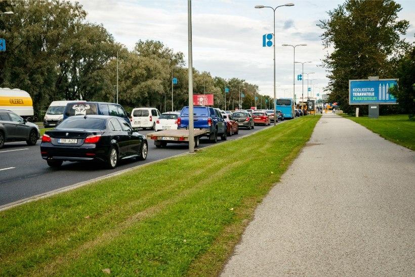 GALERII | Esimene koolinädal tekitas Tallinna liiklusesse ummikud