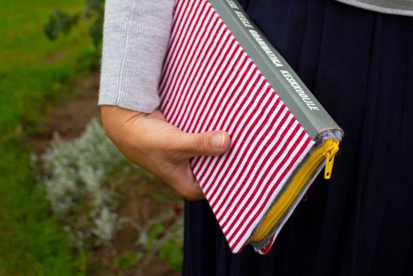 TARKUSEKUU NIPID: anna vanale õpikule võimalus muutuda kotiks!