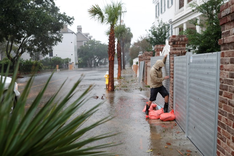 GALERII | Orkaan Dorian uputab USA idarannikut, jättes evakueerimata inimesed veelõksu