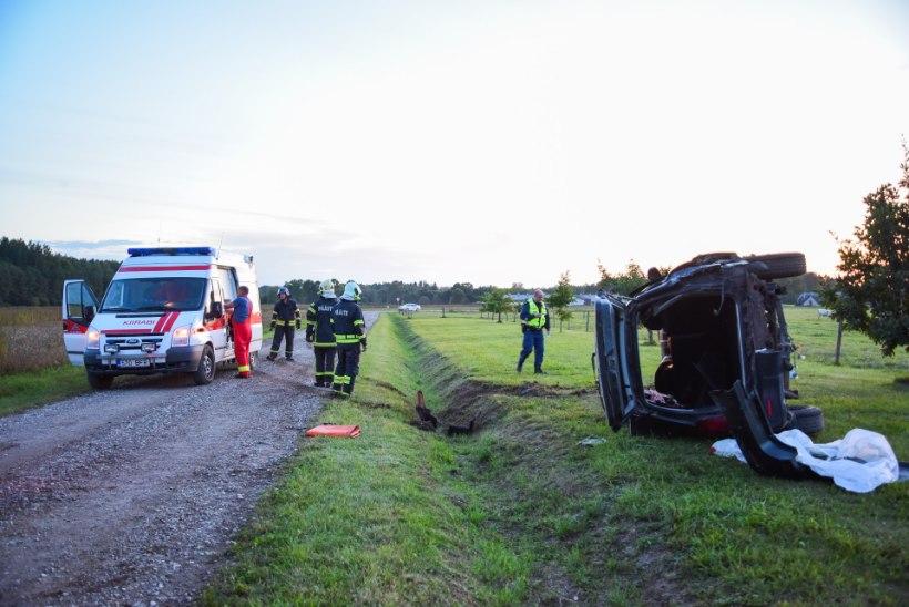 VIDEO JA FOTOD SÜNDMUSKOHALT | Viljandimaal hukkus liiklusõnnetuses 35aastane mees