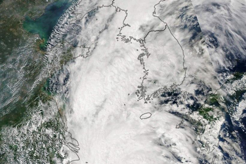 NÄLG MAJAS? Võimas taifuun liigub Põhja-Korea poole