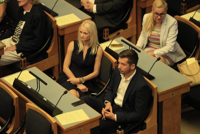 PILTUUDIS | Lahutavad Repinskid on taas riigikogus pinginaabrid