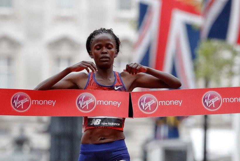 TOHOH! Poolmaratoni maailmarekordi jooksnud keenialanna jäi tippmargist ilma