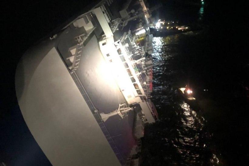 Autokoormaga laev läks USA idarannikul külili