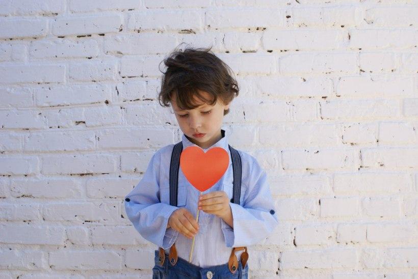 KOLME LAPSE VALUSAD LOOD. Terapeut: lapsele tuleb rääkida tõtt ka lähedase enesetapu kohta