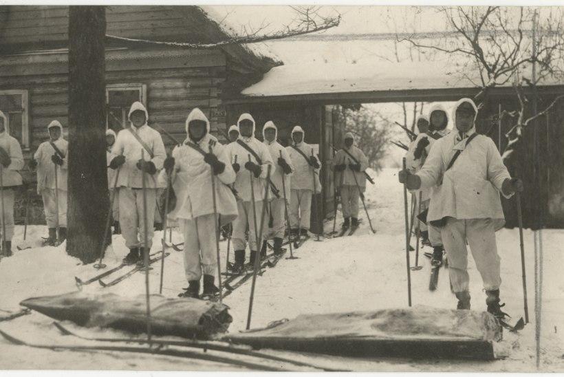 VANA FOTO: Sõdurid suuskadel