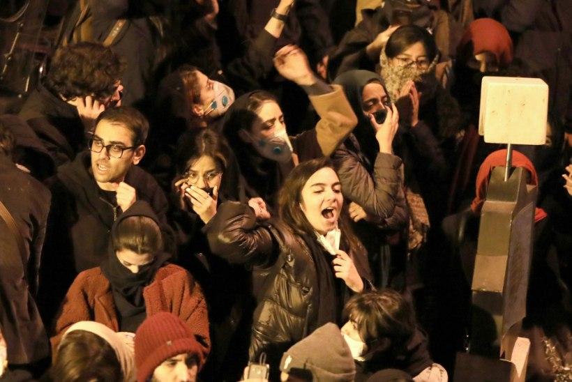 RAKETT REISILENNUKI PIHTA: iraanlased nõuavad süüdlastele karmi karistust